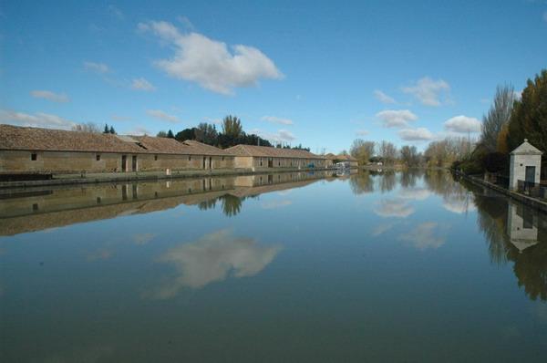 Dársena del Canal de Castilla