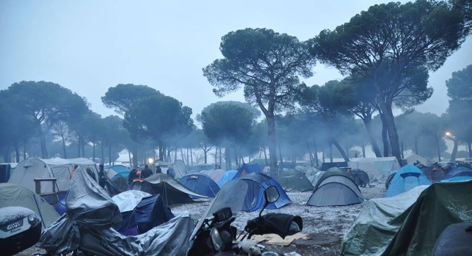 Mayúscula sorpresa amanecer con nieve en la acampada